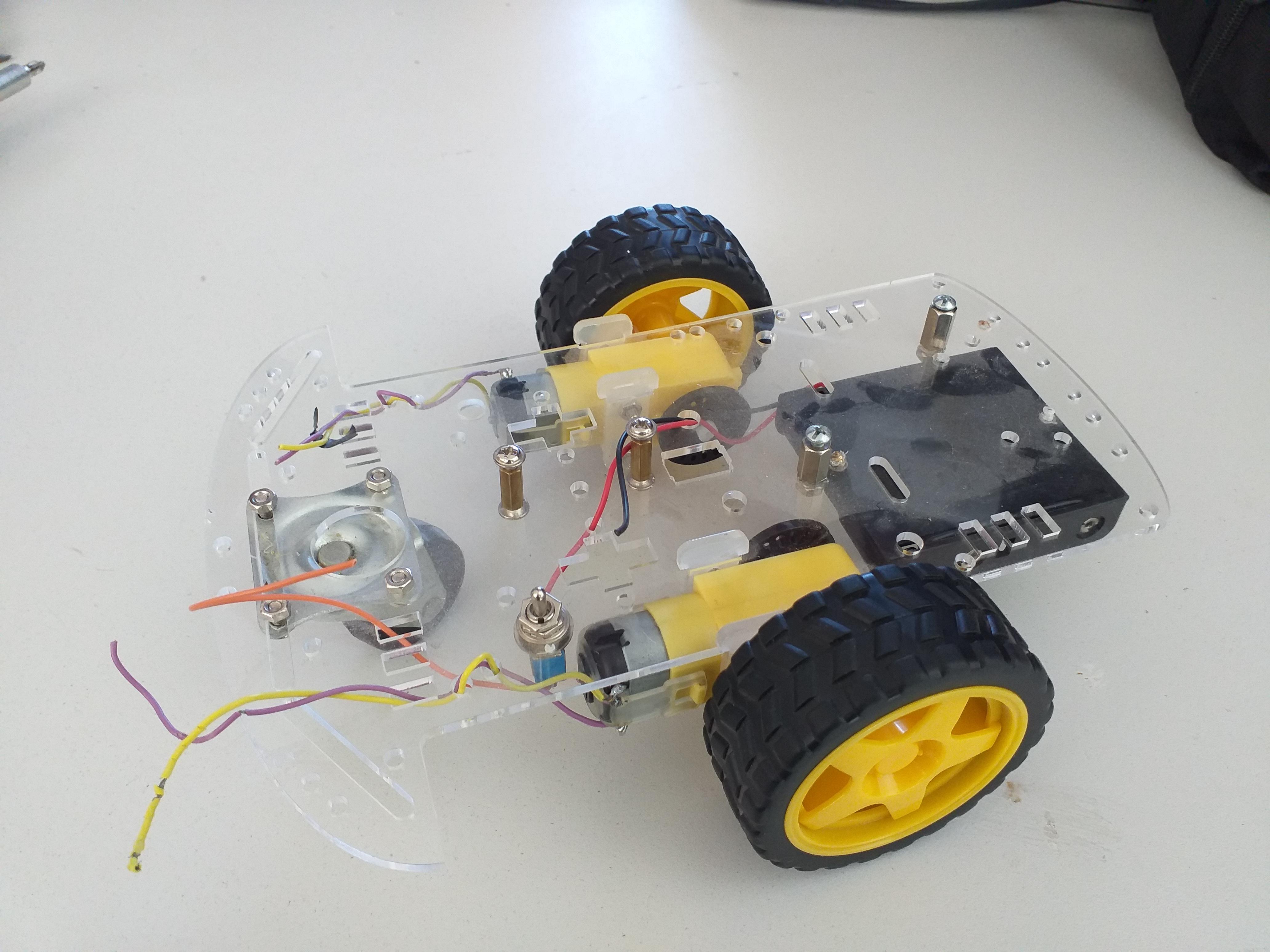 Estudiantes construyen un Robot Calimaro